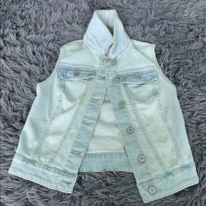 Cute Light Washed Jean Vest!